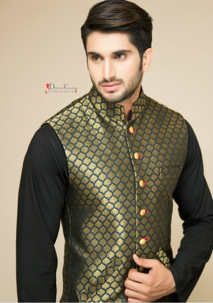 1. Kurta Pajama/Shalwar and waistcoat Combination. Kurta pajama and waistcoat is traditionally considered as best mehndi dress for men in It is the most trending fashion style among the boys from the past several years and still it is the most popular.