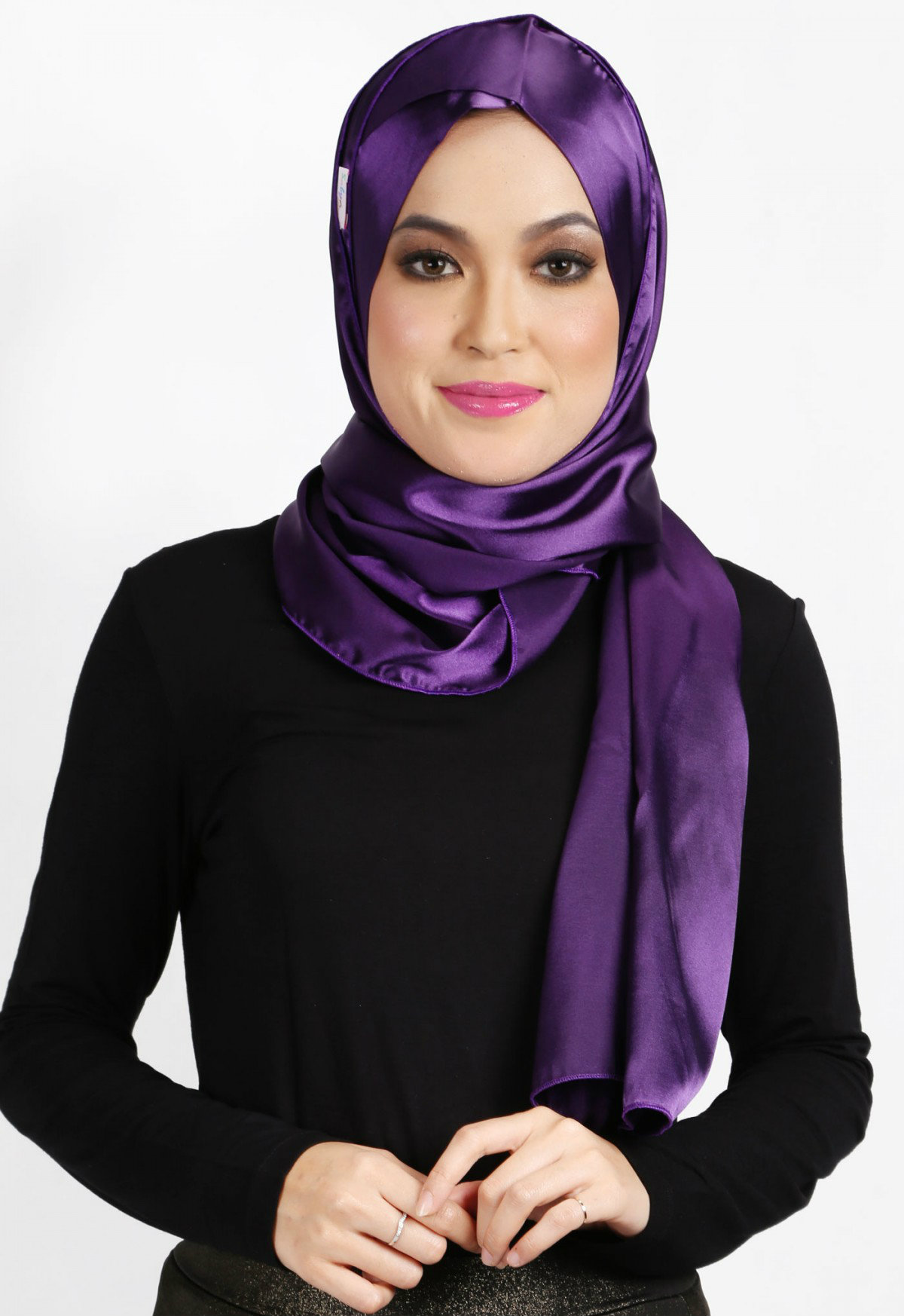 Discussion on this topic: 5 New Ways To Wear A Scarf, 5-new-ways-to-wear-a-scarf/