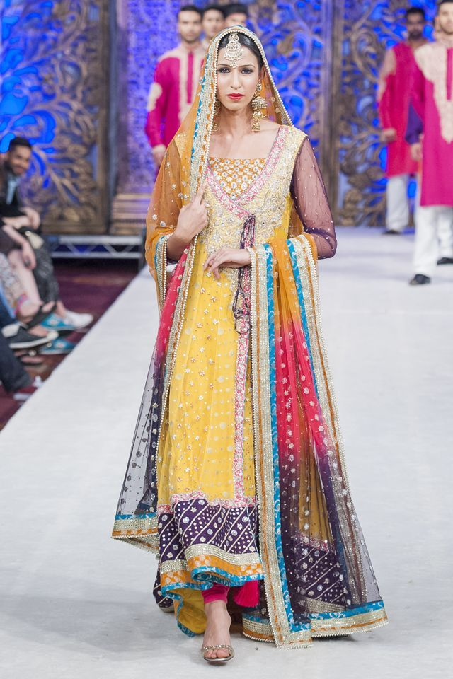 Mehndi Clothes Design : New mehndi dresses for bride by pakistani designers