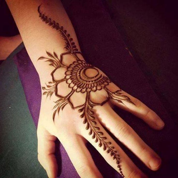 Trendy and Minimalist Floral Mehndi