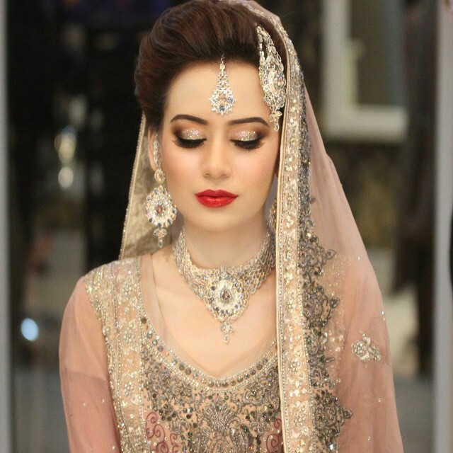 Indian Bridal Eye Makeup: Latest Pakistani Bridal Makeup 2018 Perfect Look & Trend