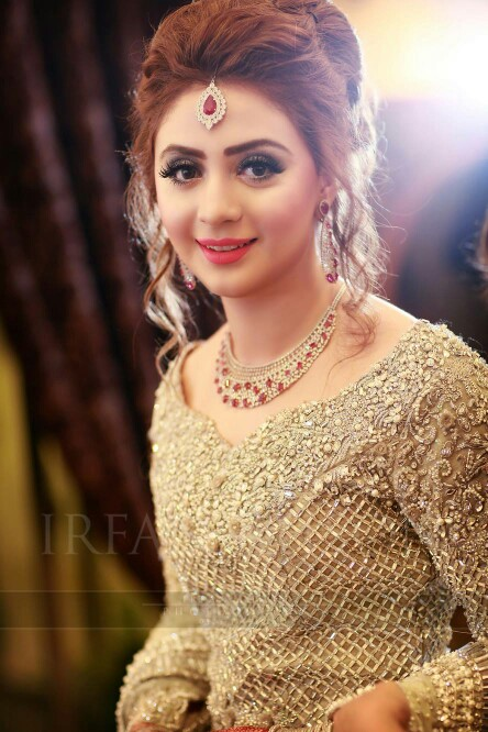 buns hairstyle for pakistani bridal 2017