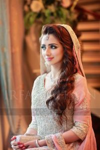 loose curly hair for pakistani bride 2017