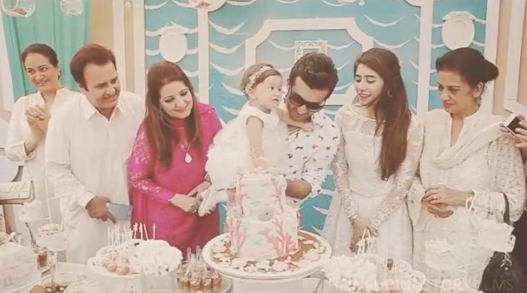 Syra Shehroz with family