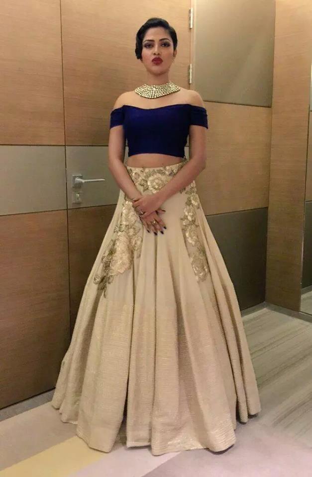 bridal lehenga dress 2017 by Manish Malhotra