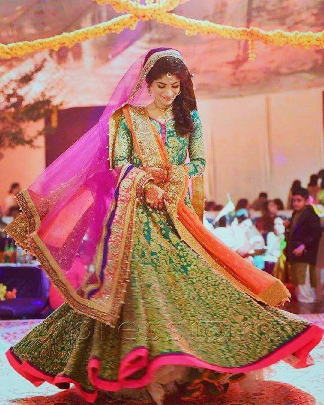 Mehndi Bridal Dress : Adorable pakistani mehndi dresses for brides wedding
