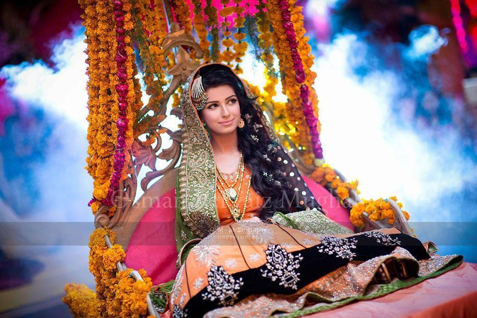 Mehndi Bride Makeup : Adorable pakistani mehndi dresses for brides wedding