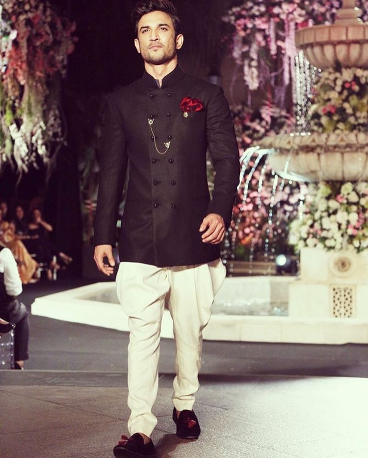 Beautiful men 39 s wedding dresses 2018 stylish groom for Wedding dresses for men