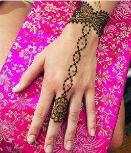 beautiful simple designs of mehndi for girls for back hand